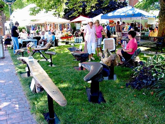 Moore Park filled with artists and farmers each Saturday